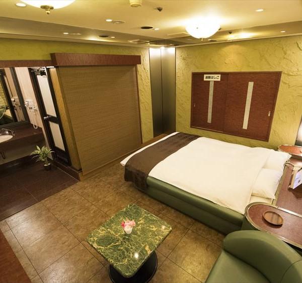 Room812